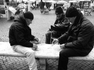 kaartende mannen